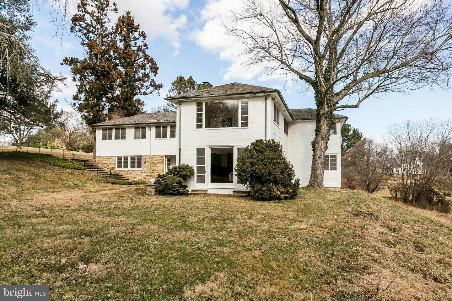 3. Single Family Homes for Sale at 12170 FALLS Road Lutherville Timonium, Maryland 21093 United States