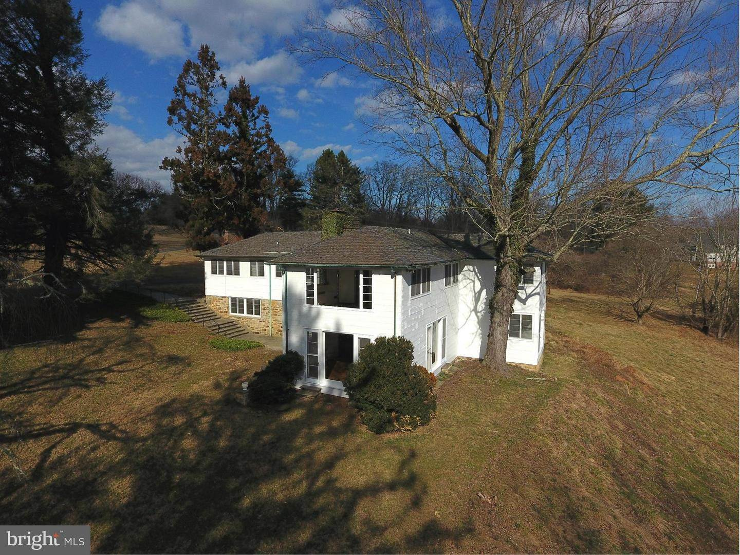 26. Single Family Homes for Sale at 12170 FALLS Road Lutherville Timonium, Maryland 21093 United States