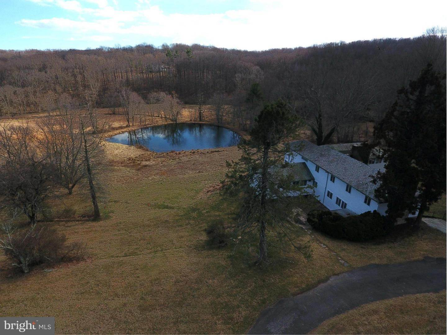 25. Single Family Homes for Sale at 12170 FALLS Road Lutherville Timonium, Maryland 21093 United States
