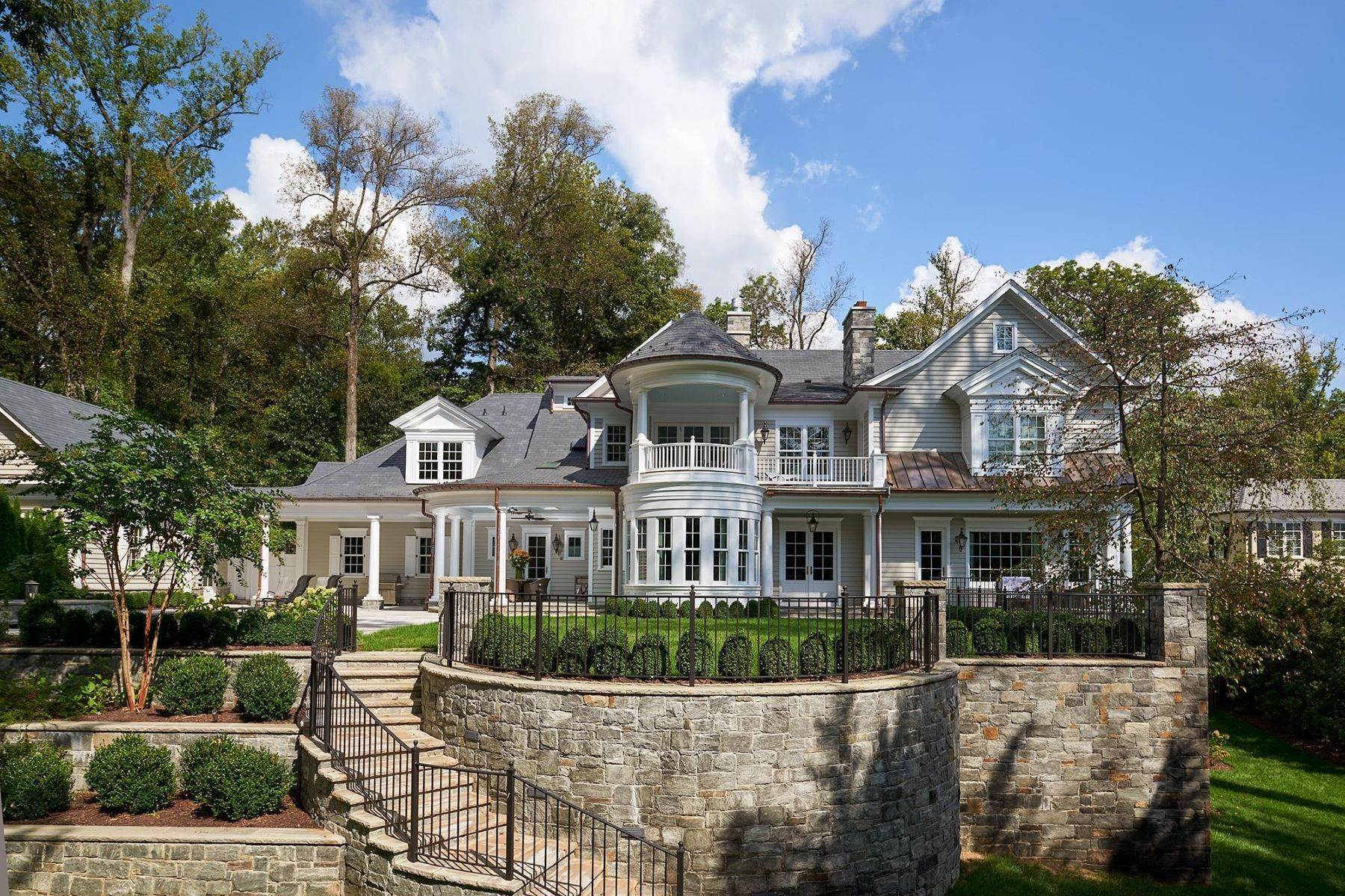 49. Single Family Homes for Sale at 6 Burning Tree Ct Bethesda, Maryland 20817 United States
