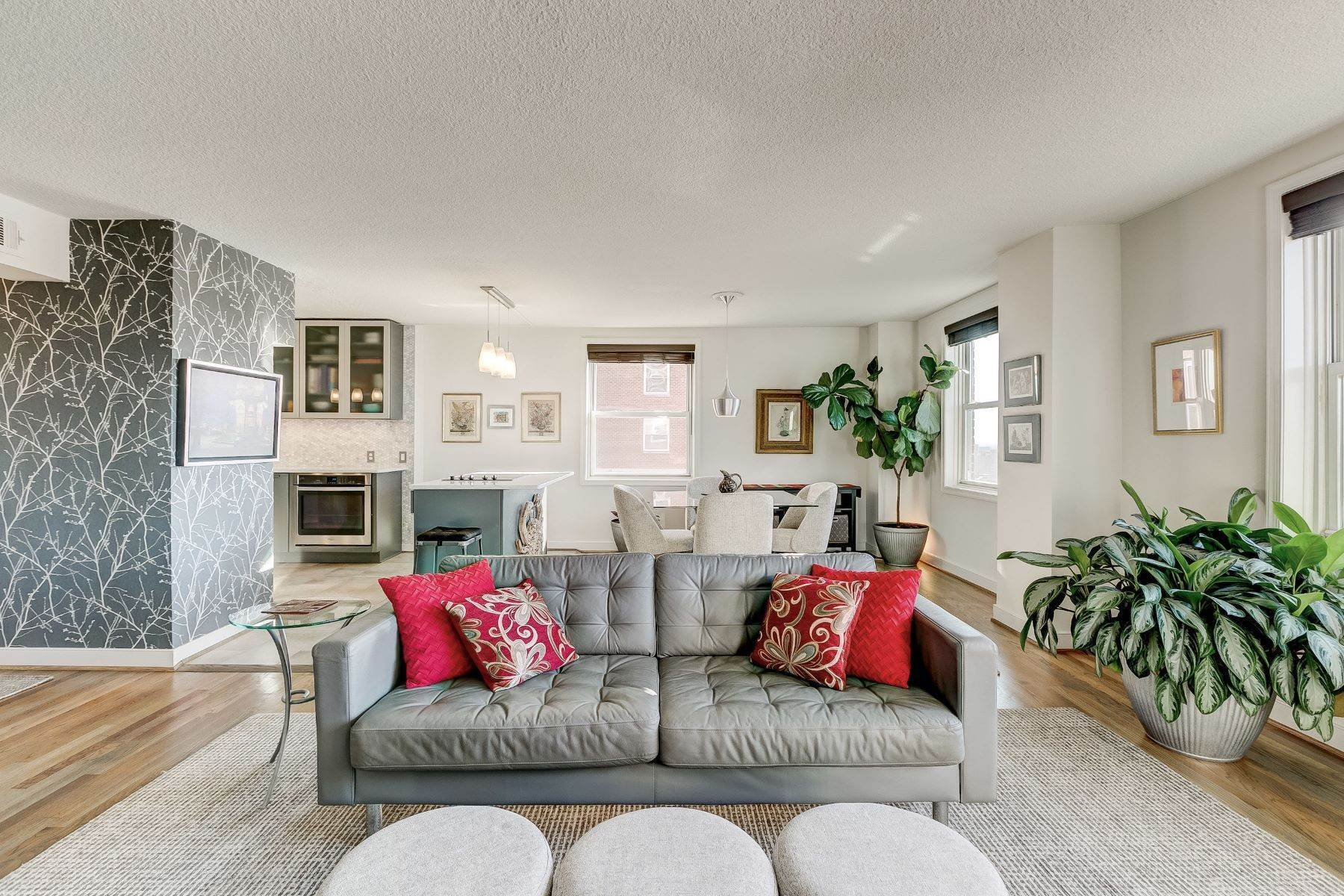 Single Family Homes for Sale at Elegantly Updated Vibrant Condominium 1101 Saint Paul Street, 1907 Baltimore, Maryland 21202 United States